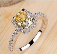 Diamante de alta emulación, anillo chapado en oro europeo, anillo de boda de diamante de color amarillo para mujer con almohada cuadrada