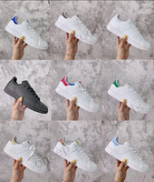 Bon marché d'origine smith hommes femmes chaussures de sport vert blanc noir bleu hommes d'argent rose rouge taille baskets chaussures appartements en cuir stan mode 36-45