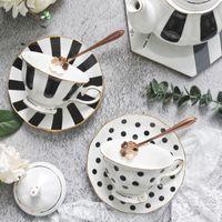 1pcs a forma di fiore tazza di caffè tazza piattino set stile europeo in ceramica tè pomeriggio set fine osso cina tazza di tè tazza di tè oro drinkware
