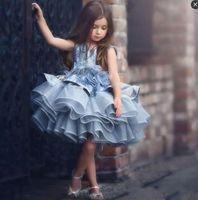 Principessa Flower Girls Dresses Cupcake mano Flowers Appliques Tiered Organza ragazze vestito da spettacolo dei bambini paillettes corto abito comunione