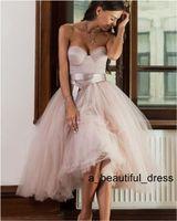 Breve informal vestido de novia vestido de novia sin tirantes de longitud de la rodilla de la playa caliente de la venta de los vestidos de novia de tul Rosa boda de los vestidos