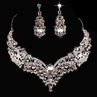 Freies Verschiffen Luxus Brautschmuck Set mit Kristallen Frauen Halskette Ohrstecker für Braut Brautjungfern Abend Prom Party Zubehör