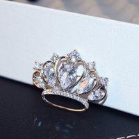di alta qualità di lusso zircone intarsiato squisito corona spilla moda classici gioielli della corona spilla in cristallo temperamento signore casuale fibbia sciarpa