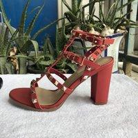 Mulheres de Nova Europeia Rebites Sandálias com 9,5 cm de altura Rebites Moda Sandálias 6 Cor Tamanhos 35-41 com embalagem completa