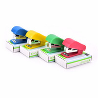سوبر kawaii البسيطة دباسة صغيرة مفيدة دباسة مصغرة ستابلز مجموعة مكتب ملزمة القرطاسية
