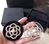Европа и Америка Фухуа Алмазный жемчуг письмо брошь женщин пальто Пальто Pin груди цветок аксессуары мода личности