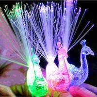 Anillo de luz LED para el dedo Luces de dedo de pavo real de colores creativos LED Light-up Finger Toys para la fiesta que anima la novedad que brilla intensamente regalos de Halloween