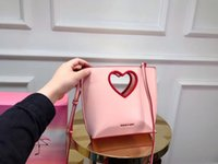 Chak 2019 women's one-shouldered bag fashion hollowed out a heart-shaped luxury bag for summer travel 20*21