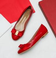 Nouveau printemps et en été chaussures de danse féminine montrent des chaussures décontractées de style européen et américain arc bouche peu profonde fond plat