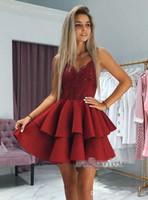 Neue Dunkelrot Abiballkleider mit Spaghetti-Trägern Tiered Röcke Pailletten Spitze Appliqued kurze Abschlussball-formales Kleid