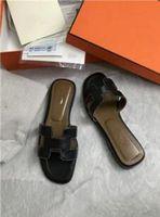2021 HOT New Designer de luxe de sandales femmes perle mode dame pantoufles été décontracté Chaussons Tongs chaussures plates de sable T169