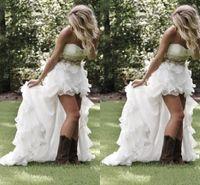 2019 Mütevazı Yüksek Düşük Ülke Tarzı Gelinlik Sevgiliye Ruffles Dantelli Organze Asimetrik Gömme Hi-Lo Boncuk Beyaz Gelin Gelin Kıyafeti