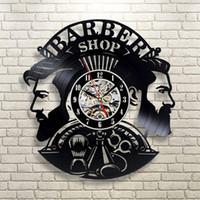 Barber Shop Horloge murale moderne Barbershop Décoration Vinyle Horloge murale suspendu Coiffeur mur Regarder Barber Salon Y200110