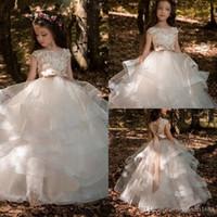 결혼식 얇은 명주 그물 새로운 도착 층 길이 첫 영성체 드레스에 대한 최고 품질의 샴페인 승무원 레이스 꽃의 소녀 드레스