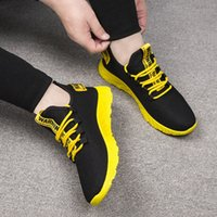 Homme Homme Sneakers respirants Sneakers sans glissement Vulcaniser des chaussures mâles à lacets d'air à lacets à lacets résistant à l'usure Tenis masculino