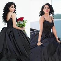 2020 섹시한 고딕 스타일 볼 가운 검은 웨딩 드레스 스파게티 스트랩 아플리케 레이스 새틴 층 길이 웨딩 드레스 사용자 정의 플러스 사이즈