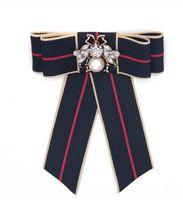 2019 Mode Unisexe Hommes Femmes De Luxe Design Broches Broches Plaqué Or Lettre Broches Broche Costume Dress Pins pour Hommes Femmes 7825