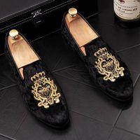 Plus Size: 39-46 Homens Oxfords Sapatos de Vestido de Abelha Bordado de Camurça Sapatos de Vestido Britânico Moda Masculina Mocassins Mens Sapatos de Veludo Plana Q-583