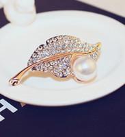 Nuovo di modo d'avanguardia di lusso scintillante belle foglie di diamanti pin perla spille gioielli per donna ragazze