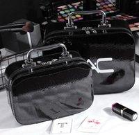 2020 модели известные м бренд косметическая сумка портативные PU женщины макияж чехол для хранения сумки путешествия стирают сумка 6 цвета большие маленькие масштабы оптом