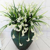 Nova bela 25 cabeças / bouquet mini calla artificial com folha de plástico falso lírio plantas Aquáticas flor de decoração para casa quarto