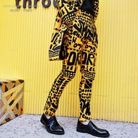 Erkek Moda Sarı Mektup Çiçek Baskı Takım Elbise Pantolon Hip Hop Gece Kulübü Sahne Şarkıcı DJ Erkek Rahat Pantolon