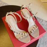 Lusso Tacchi estate sandali delle donne Rockstuds spillo Rivetti cinghietti signore Gladiator Sandals partito del vestito di viaggio Sandalias Mujer