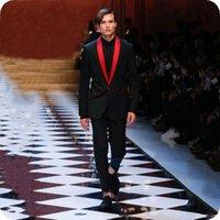 Neueste Black Stage Männer Anzüge roten Schal Revers Hochzeitsanzüge Smoking Best Man Blazer Prom Slim Fit Formal Wear Bräutigam 2 Stück
