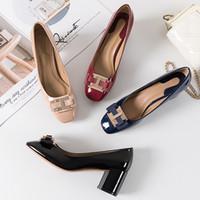 Zapatos de vestir, cuero de patente de los zapatos del partido manera de la venta caliente de diseño de lujo de las mujeres, alta calidad de la Ronda del dedo del pie zapatos de boda atractivos