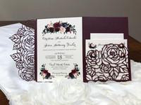 Vendita calda Prugna Rosa trifold Taglio laser taglio di nozze inviti elegante tasca da taschino invito Borgogna Giacche di invito a nozze Borgogna con cintura
