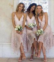 2019 Nuovi abiti da damigella d'onore Abiti da tè Pink Pizzo Rosa Irregolare Hember Spaghetti Straps Maid of Honor Country Beach Wedding Party Guest Gowns