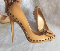 Novo Nude Bow rebitamento de couro de Patente Único sapato Mulheres sapatos de salto Alto 8 cm 12 cm 10 cm Cúspide salto Fino tamanho grande 44 Casamento sapatos de fundo vermelho
