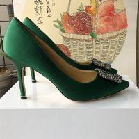 Zapatos de mujer de calidad superior Fondos rojos Tacones altos Sexy Punta estrecha Bombas de suela Vienen con bolsas de polvo con logo Zapatos de boda