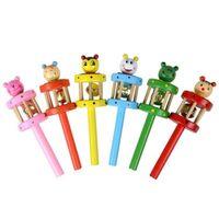Bebê brinquedos fantocha chocalhos mão apertar sino anel cedo aprendizagem de madeira desenhos animados música novidade k356
