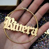 Joyería personalizada Pendiente con nombre en inglés antiguo gótico Letras personalizadas Pendientes de aro pequeños y grandes Accesorios de oro rosa para mujer