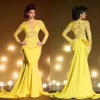 ingrosso abito lungo trasparente giallo trasparente-Abiti da sera eleganti in pizzo con maniche lunghe Mermaid Appliqued Sheer Jewel Neck Peplum Prom Dress Abiti da sera trasparenti gialli