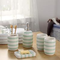 ingrosso set di piatti di sapone per porta spazzolino-Accessori da bagno in ceramica Porta dispenser portasapone Tazze da cucina 5 pezzi / set Prodotti da bagno a hotel a strisce