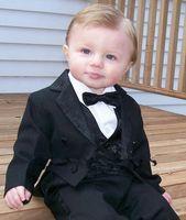 trajes de etiqueta negro esmoquin al por mayor-Nuevas llegadas Black Tailcoat Notch Lapel Ropa formal para niños Ocasiones Niños Esmoquin Trajes del banquete de boda (Chaqueta + Pantalones + Chaleco + Corbata) K70