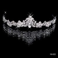 peines de cristal dorado al por mayor-2019 Brillante Cristal Corona nupcial Tiara Oro blanco de 18 quilates chapado en metal Novia de la boda Peine Diseño de moda Barato En stock 18022