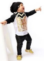 2016 Cool Baby Spring Fall 2pcs Set Newborn Letter padrão manga comprida T Shirts + Black Pants Children Boys equipamento