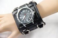 breite uhren großhandel-BIG FACE Gothic / Punk Style Herrenuhr 7.5cm Breite Leder Manschette Armband Fashion Watch schwarz 02