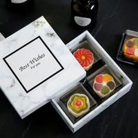papel para pasteles al por mayor-100 unids / lote Modern Marbling Art Pattern Nieve Niang Egg-Yolk Puff Caja de Papel de Regalo de Regalo Cajas de Torta de Luna Envío Gratis ZA4226