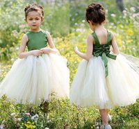 Lovely Tulle and Satin Flower Girls Dresses Cheap Fluffy Ruffles Платье для вечеринки для колена для девушки Ruched Bow Sash Wedding Party
