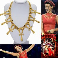 New 2014 Summer Fashion Celebrity Rihanna Gold Short Statement Metal Texturizado Tema Ankh Cross Pendant Necklace Choker Jóias