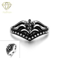 Mysterious Cross Flower Pattern Corona en forma de CZ Diamond Black Ring 316L Acero inoxidable Gothic Retro Personality Jewelry para Hombres