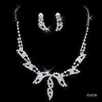 balo için gümüş takı setleri toptan satış-Balo Partisi ucuz Aksesuarlar Set 15019 Tasarım Şık Gümüş Kaplama Pearl Rhinestone Gelin kolye Küpe Takı
