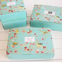 fırın dekorasyonları toptan satış-Ücretsiz kargo 20 ADET büyük mavi çiçek kuşlar dekorasyon ekmek paketi tatlı şeker çerez kek ambalaj kutusu hediye kutuları tedarik şekeri