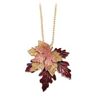 Novos resumos de moda em 2017 New fashion sexy necklace Beautiful maple enamel leaf plants long necklace sweater chain