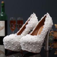 imagem tênis venda por atacado-2015 Sapatos de Casamento de Renda Romântica com Peals Sapatos De Salto Alto Sapatos De Noiva À Prova D 'Água Evening Prom Party Shoes EA0097