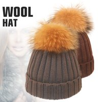 вязаная шерстяная шапочка оптовых-Wholesale-Vintages Knitted Soft Marino Wool Hats With Real Raccoon Fur Top Bobble Winter Hats For Women Warmer Fashion Accessories Cap Hat